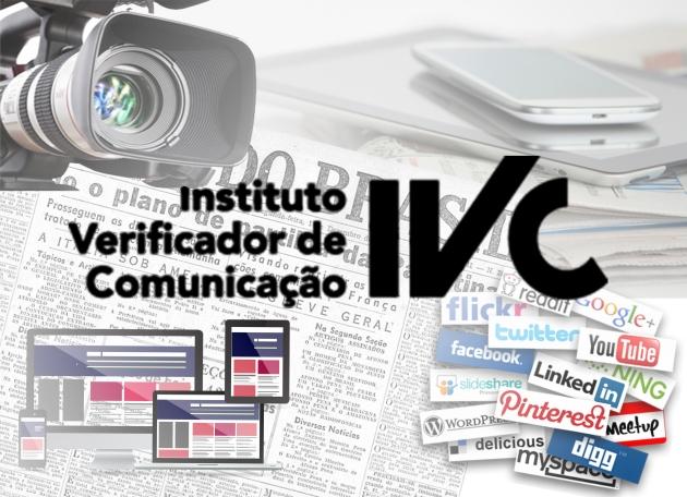 """O IVC (Instituto Verificador de Circulações), que na última terça-feira (10/03) mudou o significado da a nomenclatura para IVC (Instituto Verificador de Comunicação), divulgou que além de mudar a nomenclatura também mudará o foco de seu principal serviço. Em entrevista ao portal Folha de São Paulo, o presidente do IVC, Pedro Silva, afirmou """"A circulação ainda é importante, mas é um passo antes da audiência"""".  Apesar da nova diretriz, o instituto divulgou seus balanços anuais correspondente ao ano de 2014, a respeito das audiências das mídias impressas (jornal e revista) e mídias online (sites e portais). Segundo o portal ADNews, as duas mídias impressas, jornal e revista, mantiveram-se parcialmente estáveis ao longo do ano com pequenas oscilações. Por outro lado, as mídias online tiveram um aumento considerável na quantidade de visitas e visualizações.  Jornal  O jornal sofreu uma queda muito pequena de 867 exemplares em relação ao ano de 2013. Por outro lado, o número de assinaturas aumentou 7,5% entre os anos de 2013 e 2014.  Revista As edições digitais das revistas estão dando uma nova valorizada no segmento das revistas. De acordo com o estudo divulgado no ADNews, a partir de agosto do ano passado o segmento está tendo um lento e gradativo aumento, demonstrando um cenário de recuperação. Enquanto a circulação impressa teve uma queda de 9,6%, as edições digitais da revista tiveram um aumento considerável de 42,3%.  Mídias Online Devido ao """"boom"""" no uso de smartphone e tablets, o número de visitas a portais de notícias teve um relevante aumento, tornando a contribuição das plataformas online cada vez mais ativa dentro das mídias brasileiras. O acesso mobile representava, em dezembro de 2014, 27% do total das mídias do país. Dentro do mercado mobile, o acesso através dos smartphones subiu para 23%, enquanto o acesso através de tablets conseguiu uma evolução de apenas 4%.   O IVC está se adaptando ao novo mercado mobile. Segundo o portal Folha de São Paulo, após a p"""